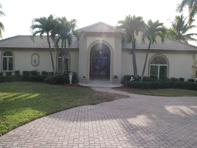 Waterfront Estate Guest Home near Indian Hill - Marco Island