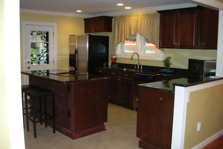 Private mini-estate 2 miles from BWI - Severn - Casa