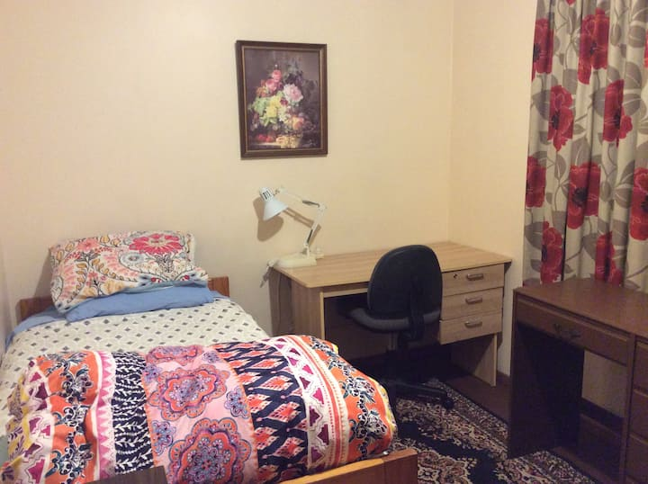 Warm single  room handy to city centre
