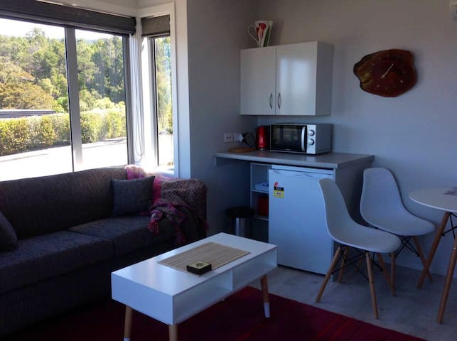 CEDERMAN STUDIO Walk to  Kaiteriteri Beach NO FEES