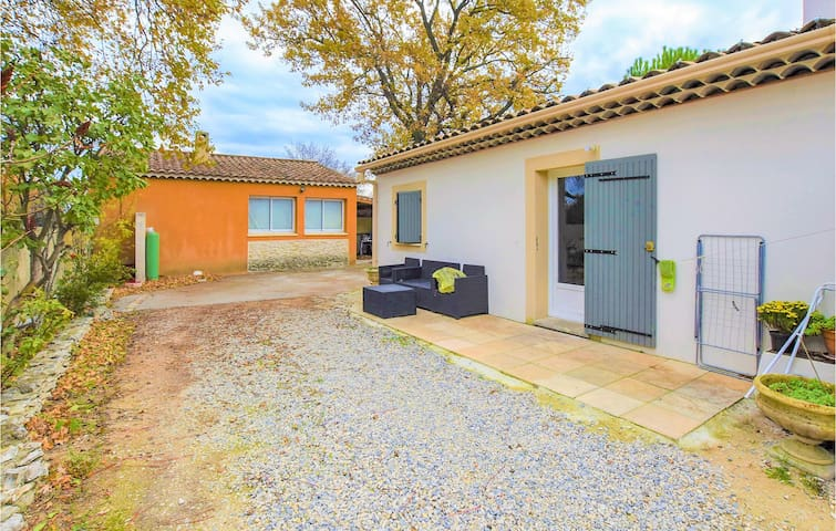 Semi-Detached with 1 bedroom on 35m² in Vedène