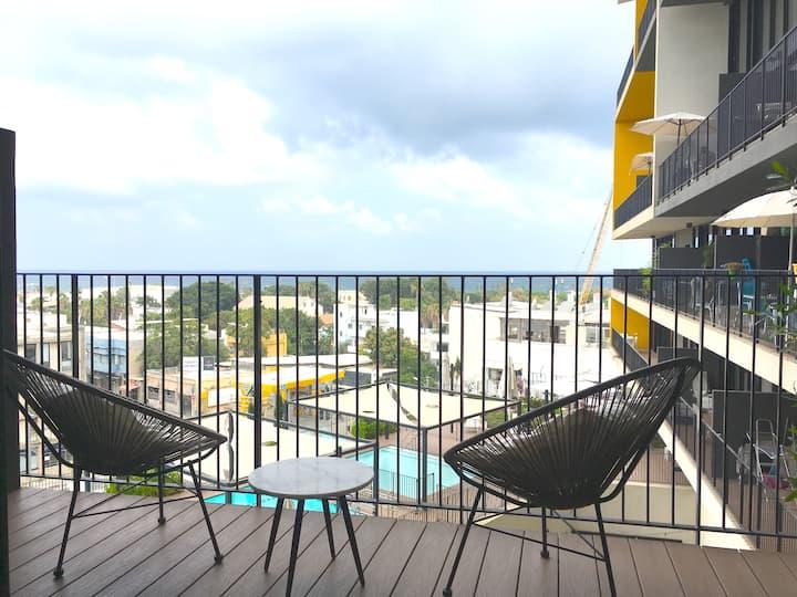 Sea View Balcony w/Pool+Gym+Free Parking!