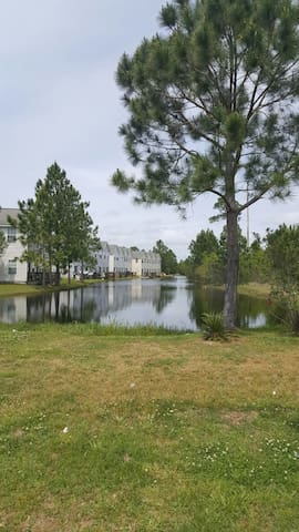 Sleeps 12 4 Bd 3 Ba House on pond - Biloxi - Townhouse
