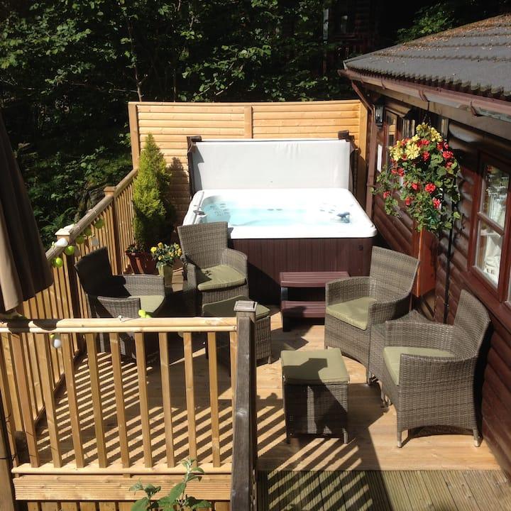 Mistletoe One Luxury Lodge with Hot Tub Windermere