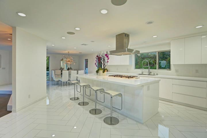 State of the art kitchen with Miele appliances.