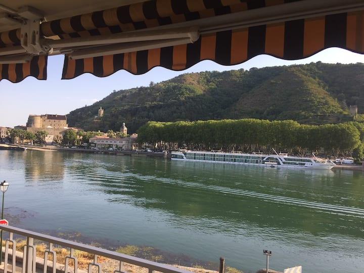 Tain L'Hermitage  appartement sur le bord du Rhône