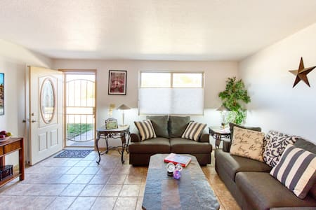 Valley's Place, bright & airy Whetstone home