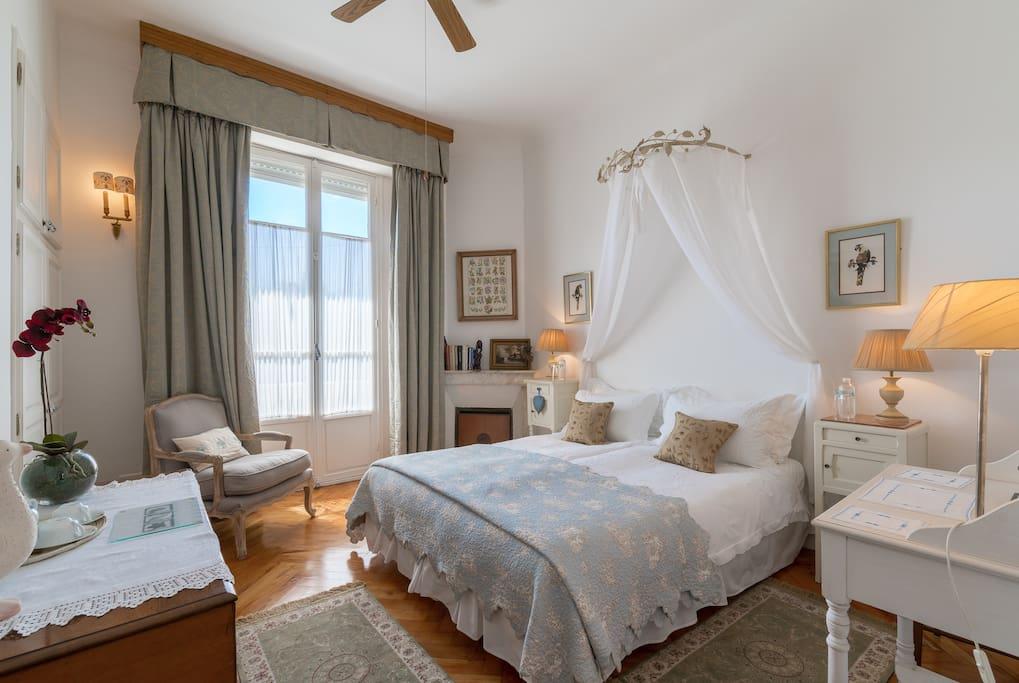 Villa l 39 aim e b b blue room chambres d 39 h tes louer for Chambre a louer sur nice
