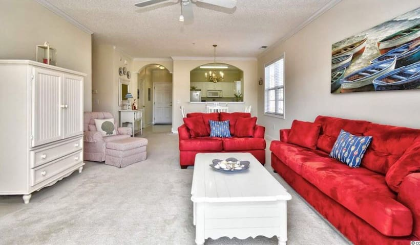Beach condo in desired Barefoot Landing in NMB