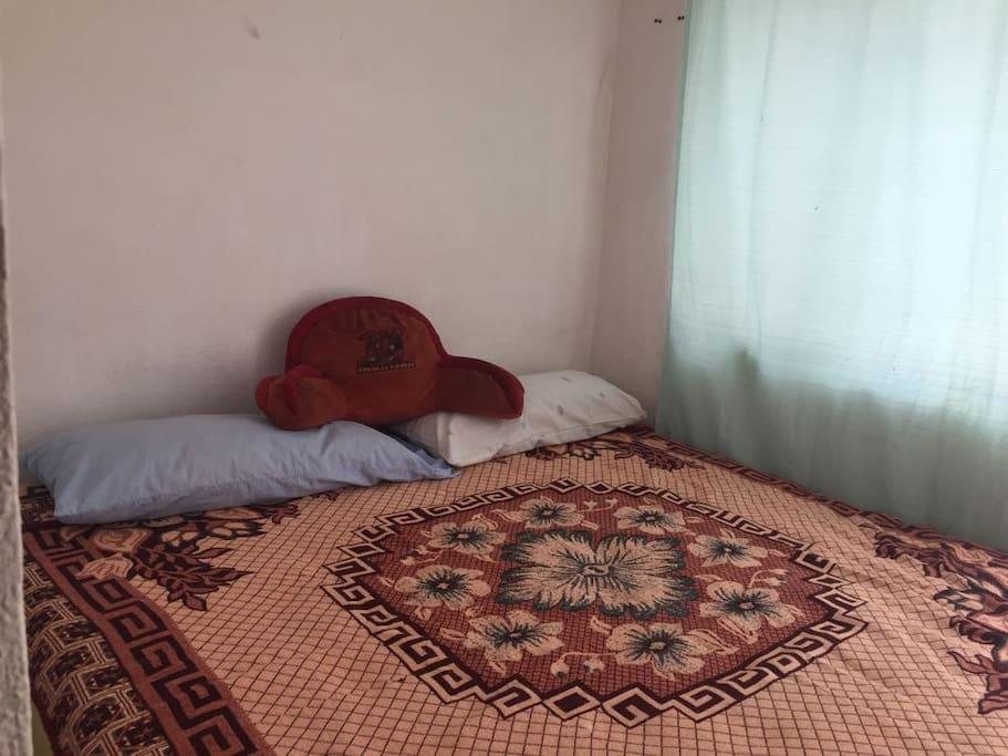 Una segunda habitación con cama king size.