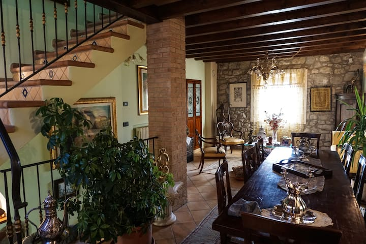 Exclusive house in panoramic village of Emilia