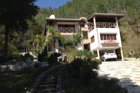Hermosa Villa en Constanza - Constanza - Casa
