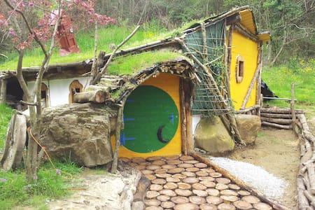 Alojamientos el hayal, cabaña hobitt - Aloños