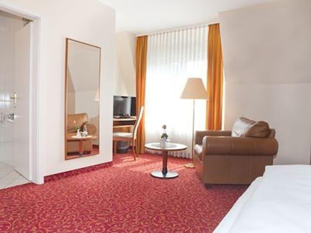 Hotel Alexa (Bad Mergentheim), Komfort-Einzelzimmer mit kostenfreiem WLAN und Parkplatz