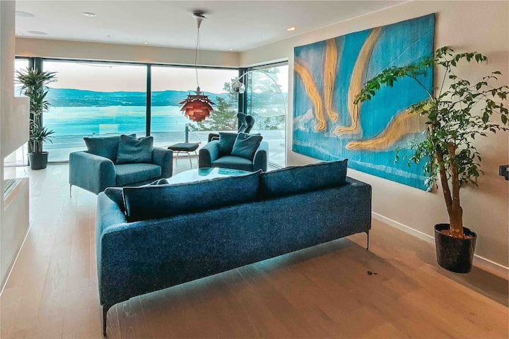 Stor luksuriøs leilighet. Vestvendt panoramautsikt