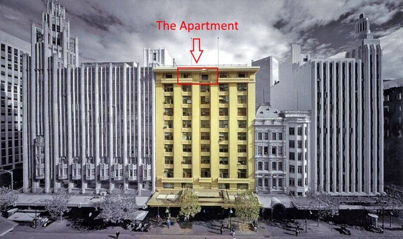 Boutique Top Floor 1920s Apartment in City's Heart
