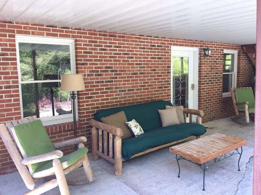 Private entry/covered patio