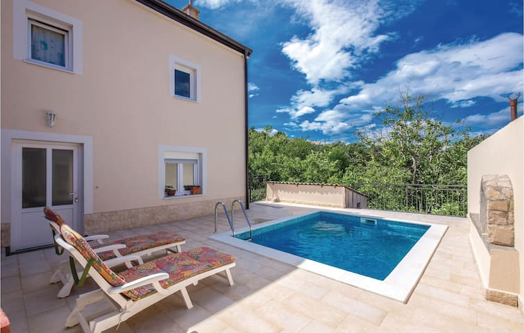 Holiday cottage with 2 bedrooms on 110m² in Hreljin