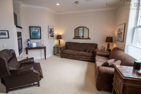 An Unforgettable Downtown Harbor Experience - Harbor Springs - Apartament