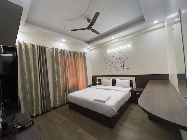 5 rooms wid big hall & terrace for bonfire n party