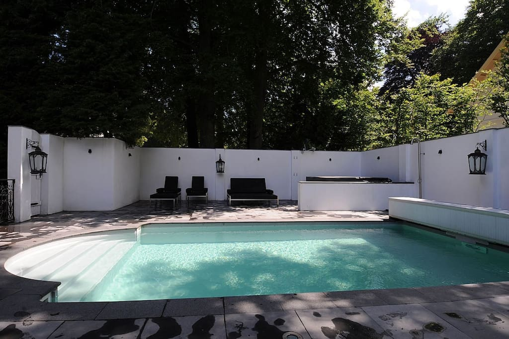 pool and jacuzzi area