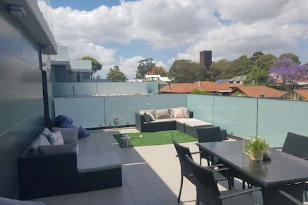 Family Friendly w awesome Balcony!! - Drummoyne