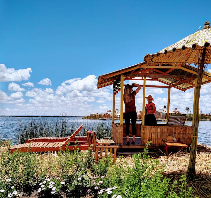 UROS FLOATING HOME TITICACA