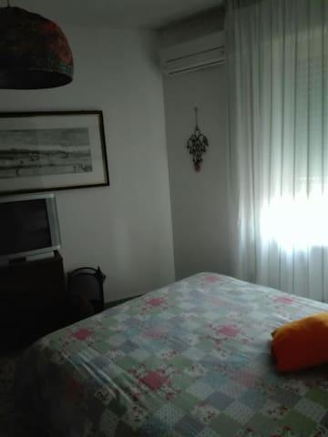 Stanza in appartamento panoramico - Napoli/san Lorenzo - Lägenhet