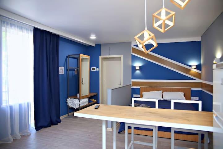 НОВАЯ квартира с балконом в центре Одессы