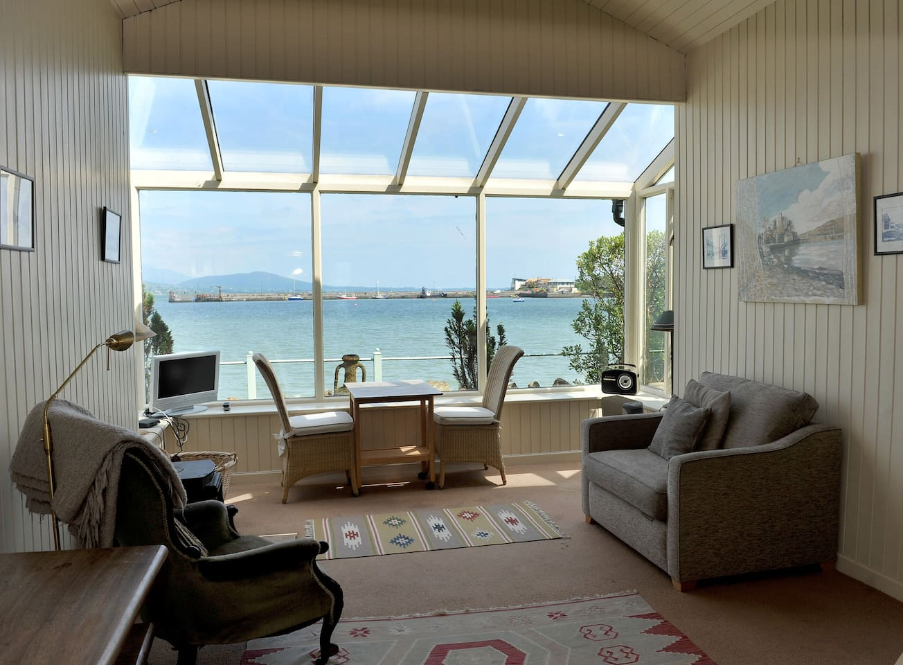 Floor to ceiling views of the Lough & Mournes!