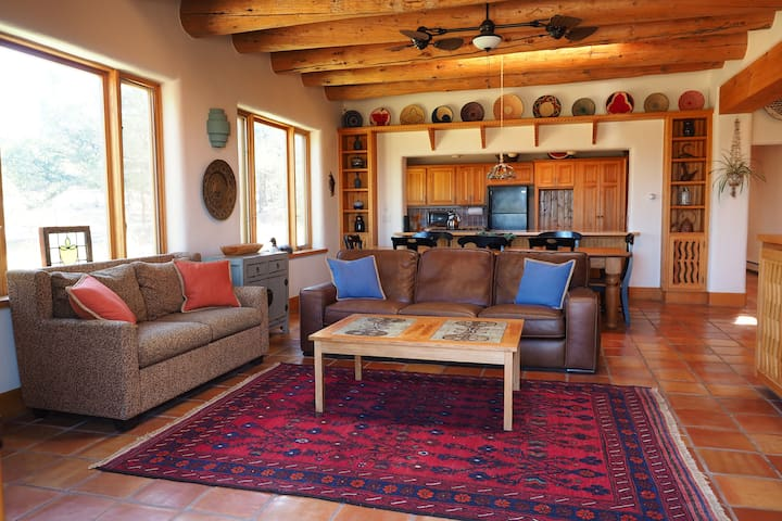 Cielo Taos: Retreat Home on 30 Private Acres