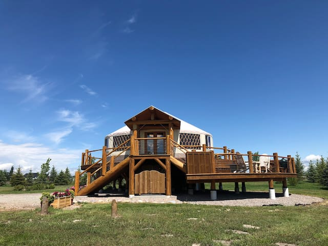 Beautiful Luxury Yurt bordering on Flathead Lake