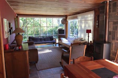 Acogedora casa en Las Cascadas a pasos del lago
