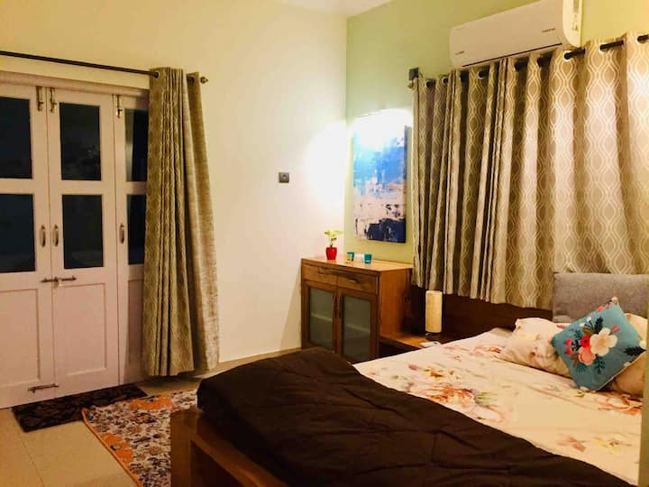 Private room with balcony near Colva beach
