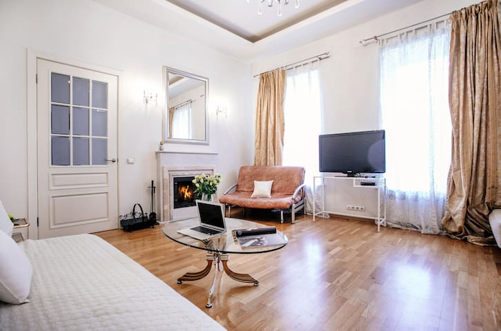 Romantic bright 2 rooms apt. in the city centre