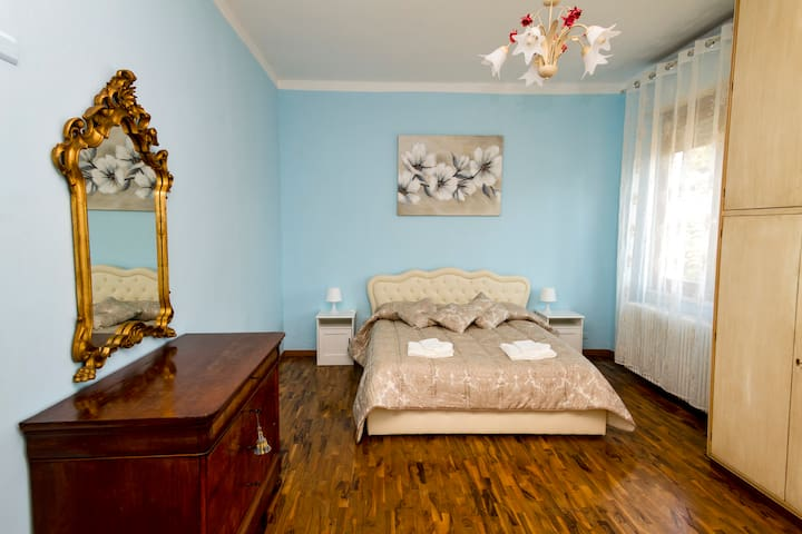 The Blue Room: the very large and elegant master bedroom