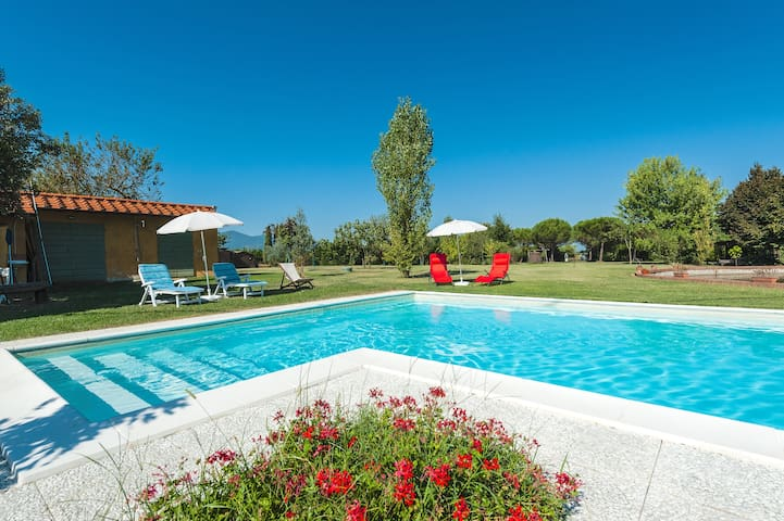 Charming country house between Lucca and Chianti