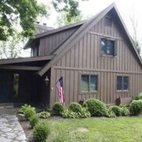 Gazebo Lake Escape - Central Kentucky Retreat Home