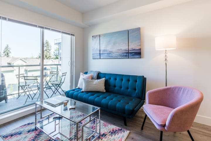Brand New, Funky Apartment
