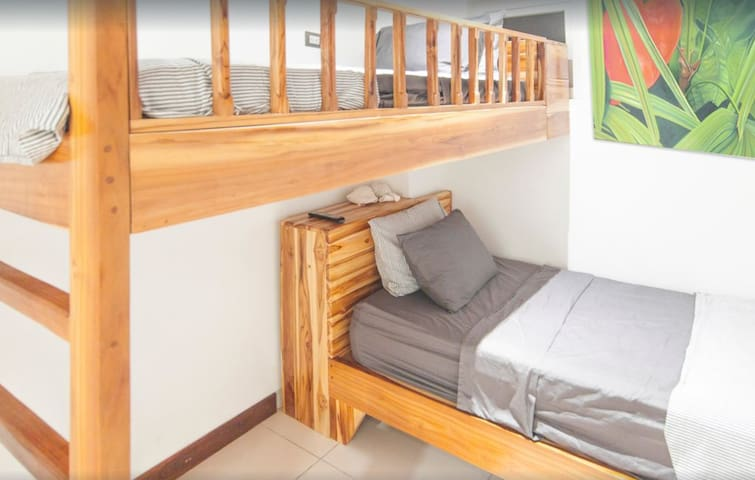 Bunk size beds with private bathroom in a cozy comfortable Penthouse Cave!!!