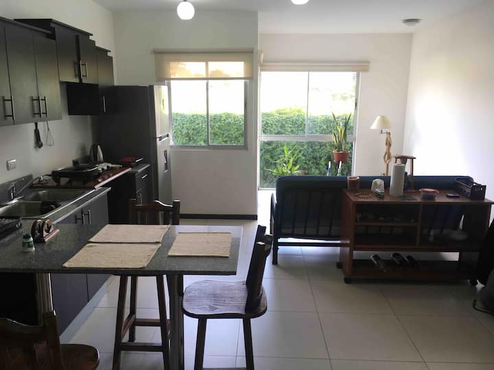 2km from airport. Alajuela Private room w/bathroom