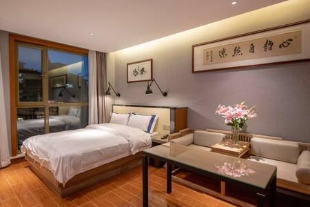5号香格里拉雅乐轩五星级标准高端公寓,舒适大床房,温馨会客室,家居式厨房,人性化卫浴。欢迎您的入住。