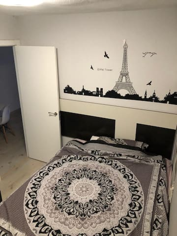 Habitación con cama doble, privada y muy tranquila