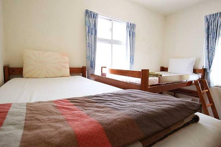熱帶低氣壓-4床位背包客房(八仙4床)