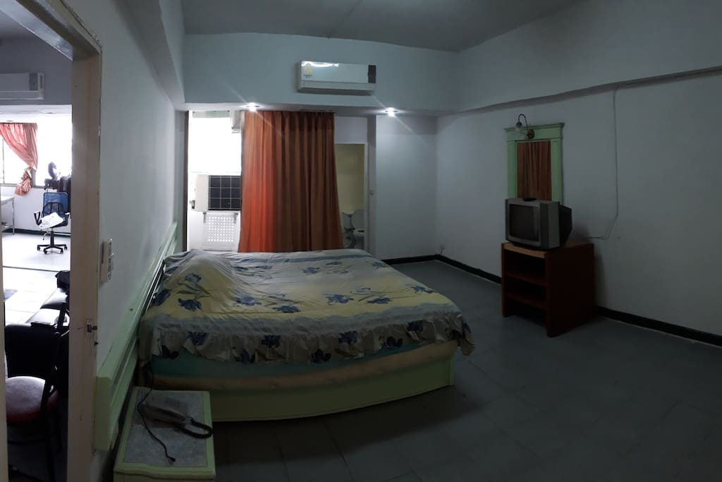 2 rooms 32sqm each. 1 king size bed and 1 queen sized floor mattress in room two; plus air conditioner and 32 inch flatscreen.