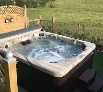 Beautiful Country Retreat with Hot Tub - 一軒家