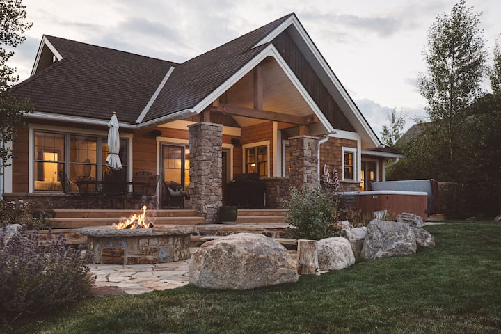 Wildhorse Chalet at Grand Elk - With Hot Tub!