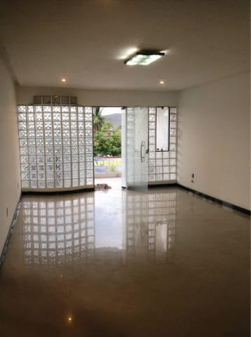 Casa duplex em Serrinha Bahia terra da Vaquejada