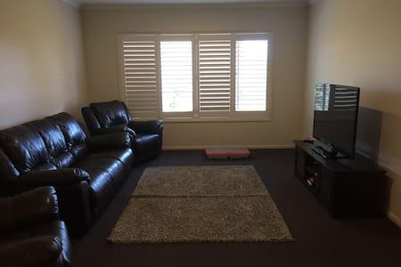 Family home 5 mins drive to Toowoomba CBD - Blue Mountain Heights