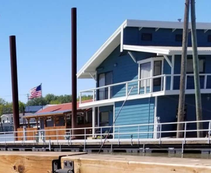 3 month Executive Floating Home IN Columbia River